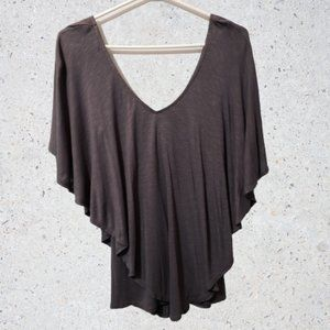 🦋 3/$30 Le Chateau Flowing Gray Shawl Style Top